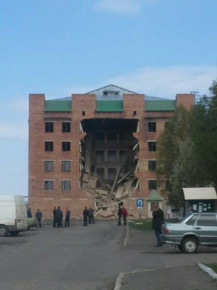 В Городищі завалилася фасадна стіна довгобуду (фото)