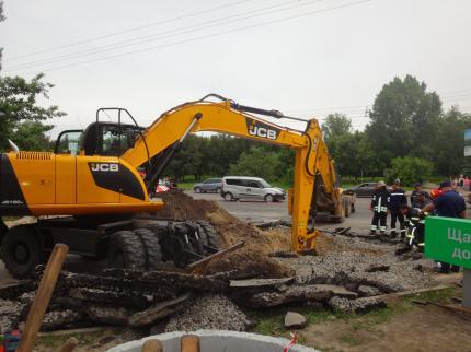 Трьохгодинна рятувальна операція завершилася відкопуванням тіла загиблого працівника (фото)